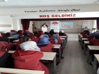 okullarda-insan-haklari-semineri-hukukcu-ta